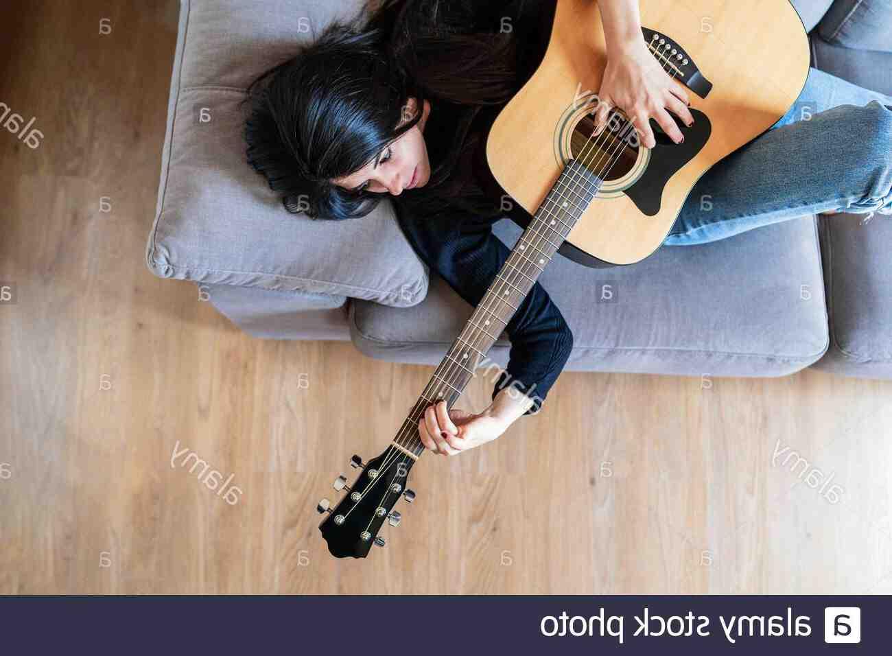 Où se trouve le si bémol sur la guitare ?
