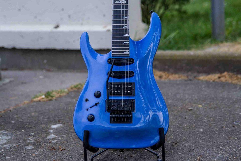 Pourquoi une guitare électrique n'a pas besoin d'une cavité résonante ?