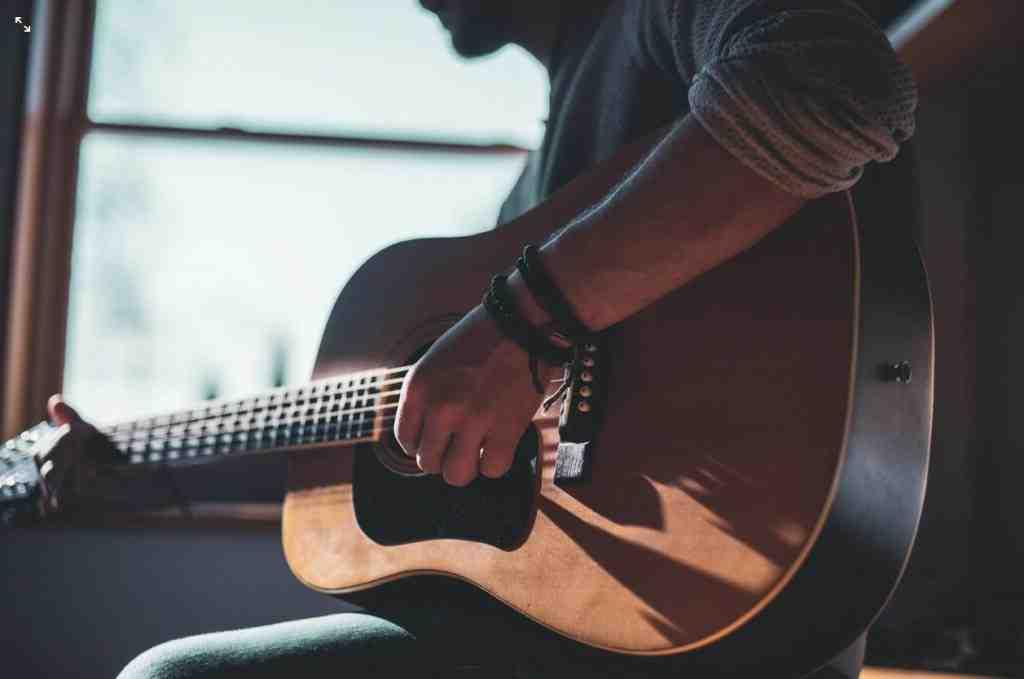 C'est quoi une guitare 7 8 ?