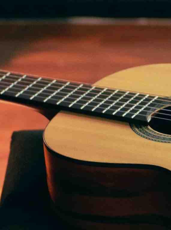 Quelle guitare acoustique pour commencer ?